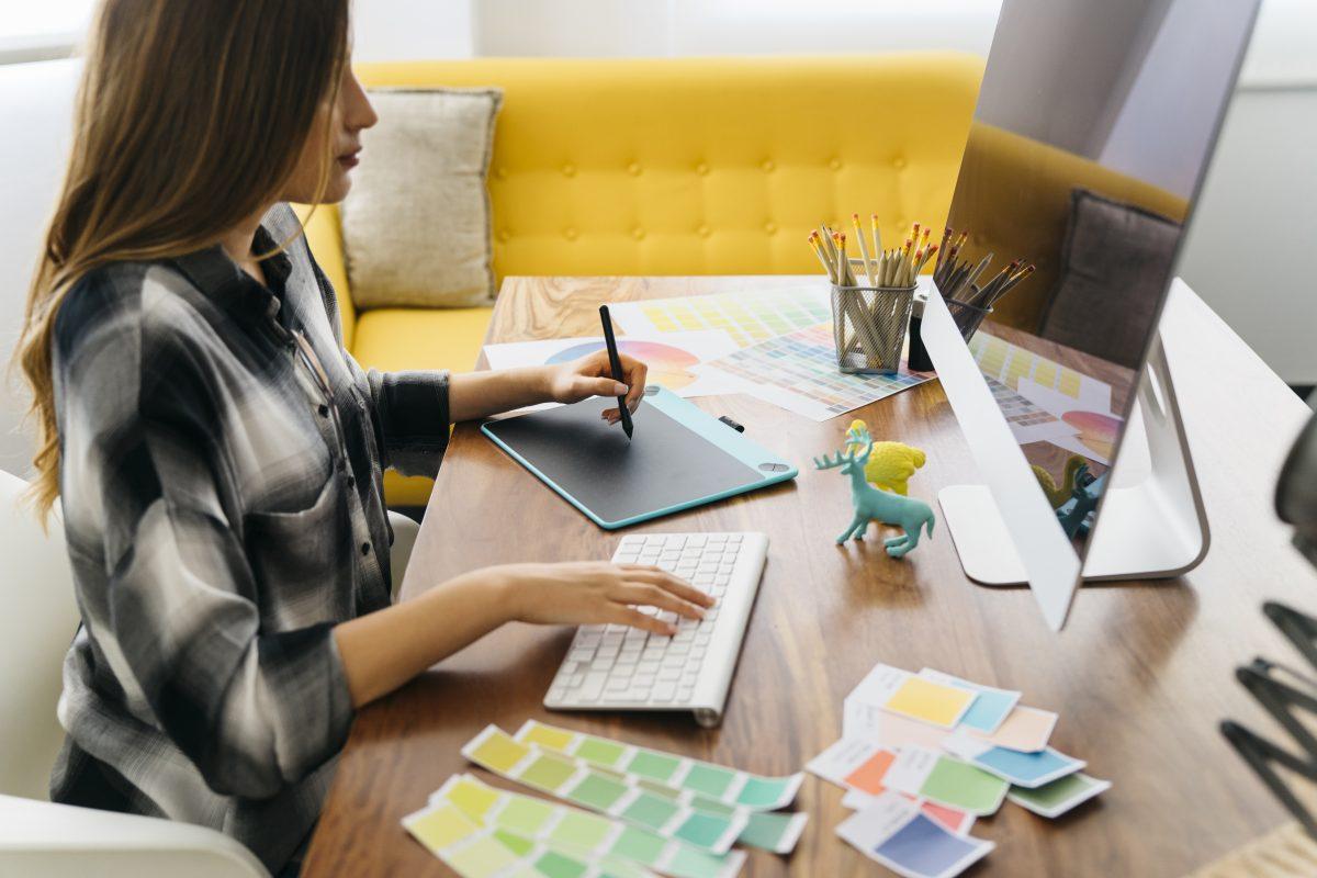 Webdesigner bei der Arbeit